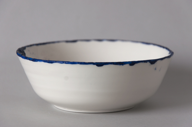 Blue edged bowl 04 - studio katipeifer