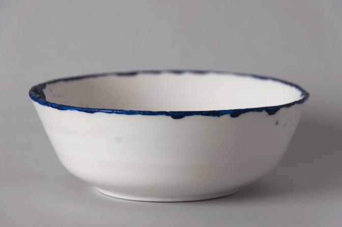 Blue edged bowl 04 - studio katipeifer