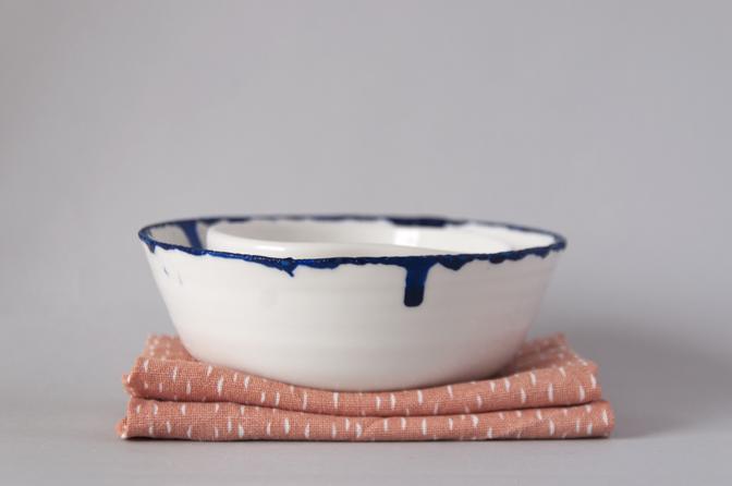 Blue edged bowl 05 - studio katipeifer